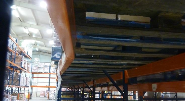 La seguridad de las estanterías industriales, larguero con riesgo